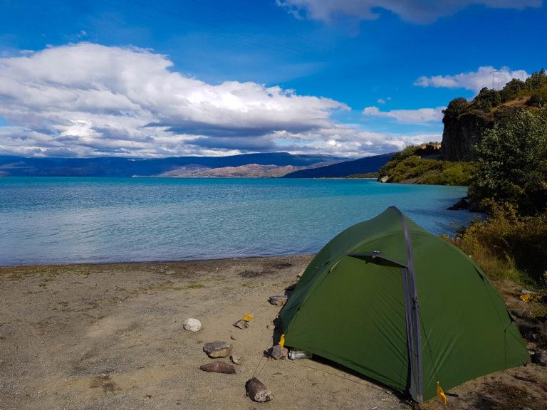 Bivouac sur la plage au bord du Lago General Carrera, Carretera Austral, Chili