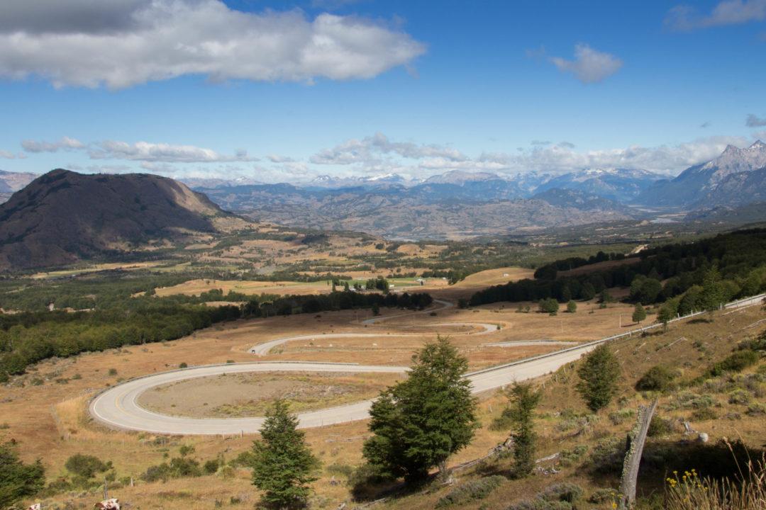 "Le seul ""col"" de la Carretera Austral se trouve au nord de Villa Cerro Castillo, à 1.120 m d'altitude."