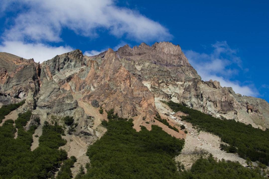 Paysage de montagnes, après le col au nord de Villa Cerro Castillo, Carretera Austral