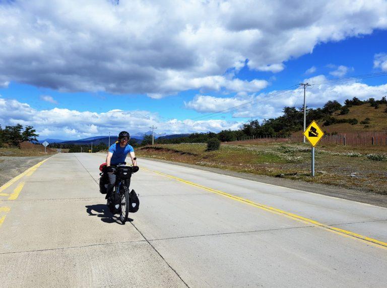 Simon, sur la route, en quittant Puerto Natales, Chili