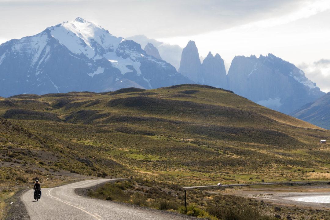 En quittant le parc Torres del Paine, le ciel se découvre un peu et nous apercevons les Torres