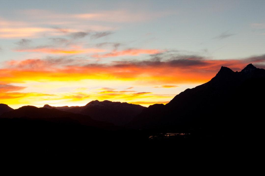 Coucher de soleil sur les montagnes, à Villa Cerro Castillo, sur la Carretera Austral