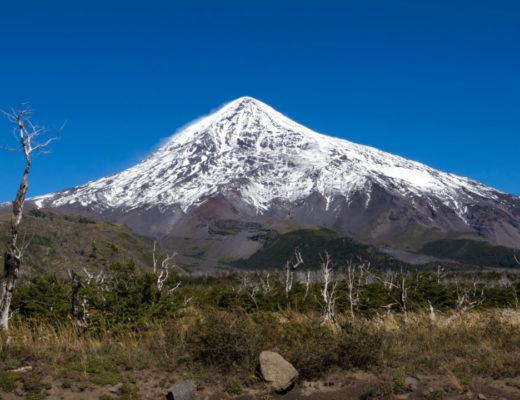 Le volcan Lanin (3.747 m) et sa cime enneigée, Agentine