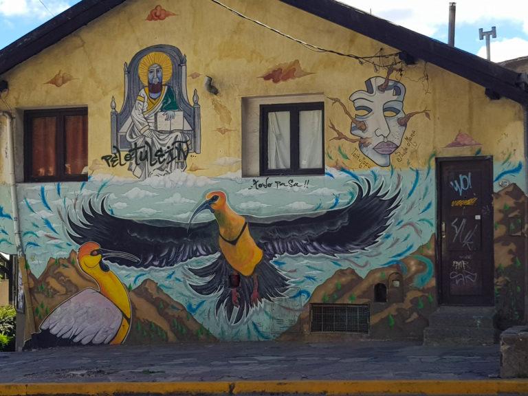 Un mur peint avec un oiseau, à Bariloche, Argentine