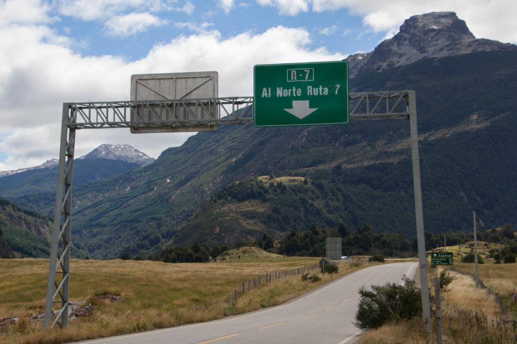 La Carretera Austral est la Ruta 7 du Chili : ici, pas d'autre route, il faut juste savoir si l'on va au nord ou au sud !