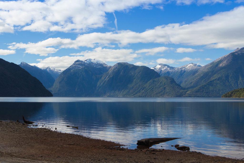Vue du Lago Yelcho et des montagnes, Carretera Austral