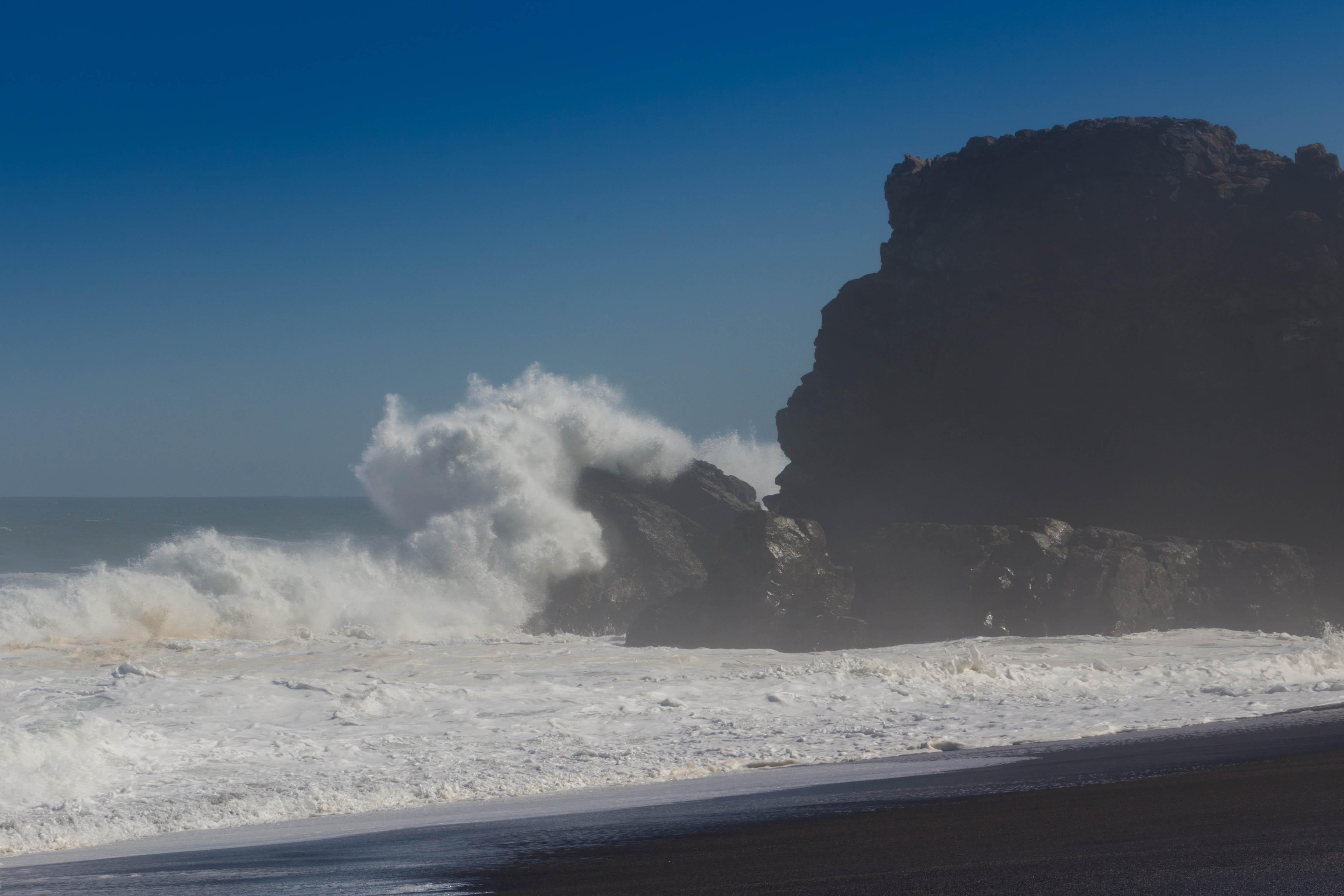 """A Cobquecura, sur la côte chilienne, sur le site des """"églises de pierre"""""""