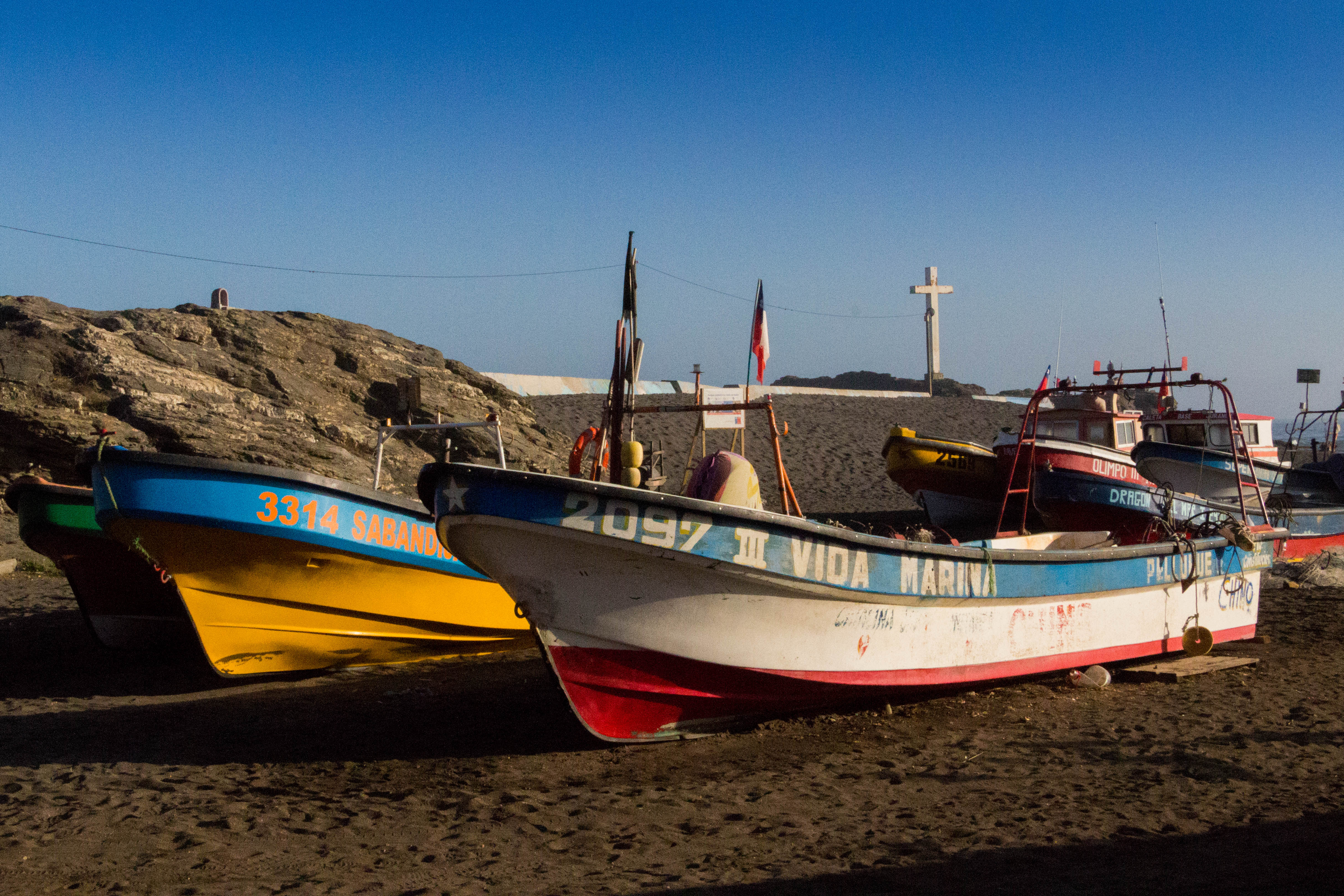 Des bâteaux de pêche, sur la côte chilienne