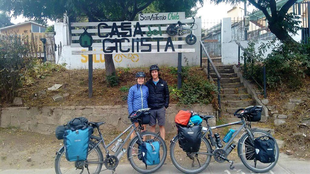 """A notre arrivée à la Casa del Ciclista de San Antonio, Felipe nous tire le portrait : """"C'est la tradition avec tous nos visiteurs !"""""""