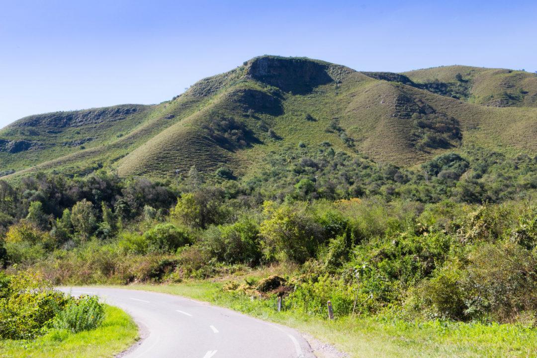 La RN9 après Salta traverse des paysages verts, rien à voir avec le désert d'avant Cafayate !
