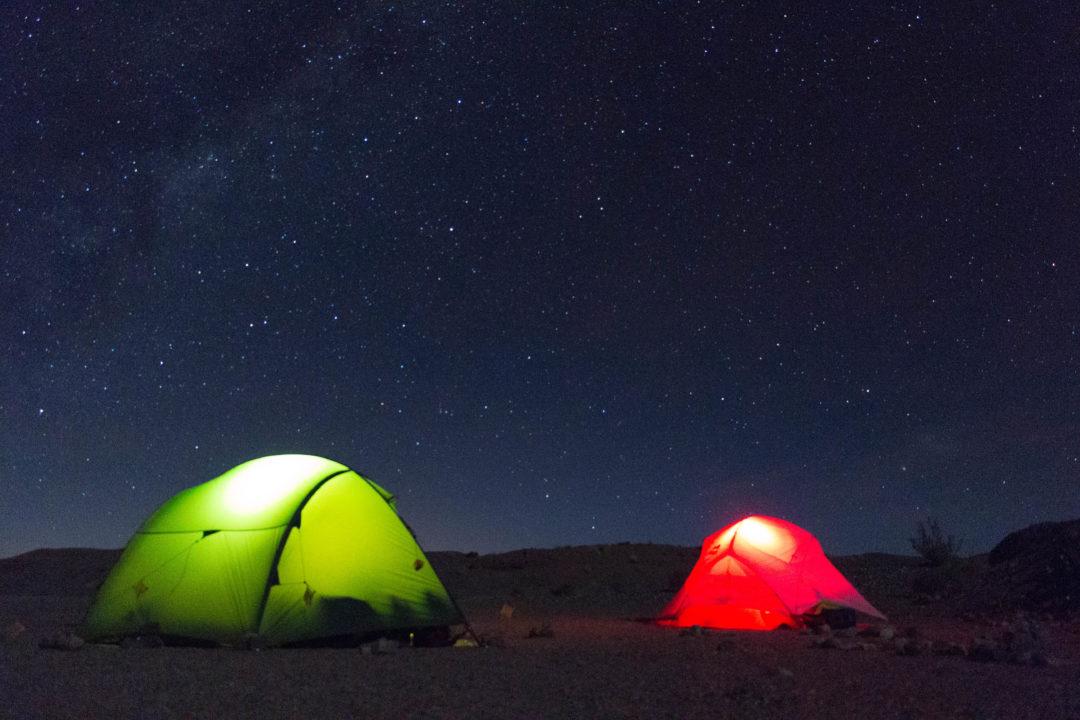 Comme il n'y a aucune pollution lumineuse, nous bivouaquons sous un magnifique ciel étoilé