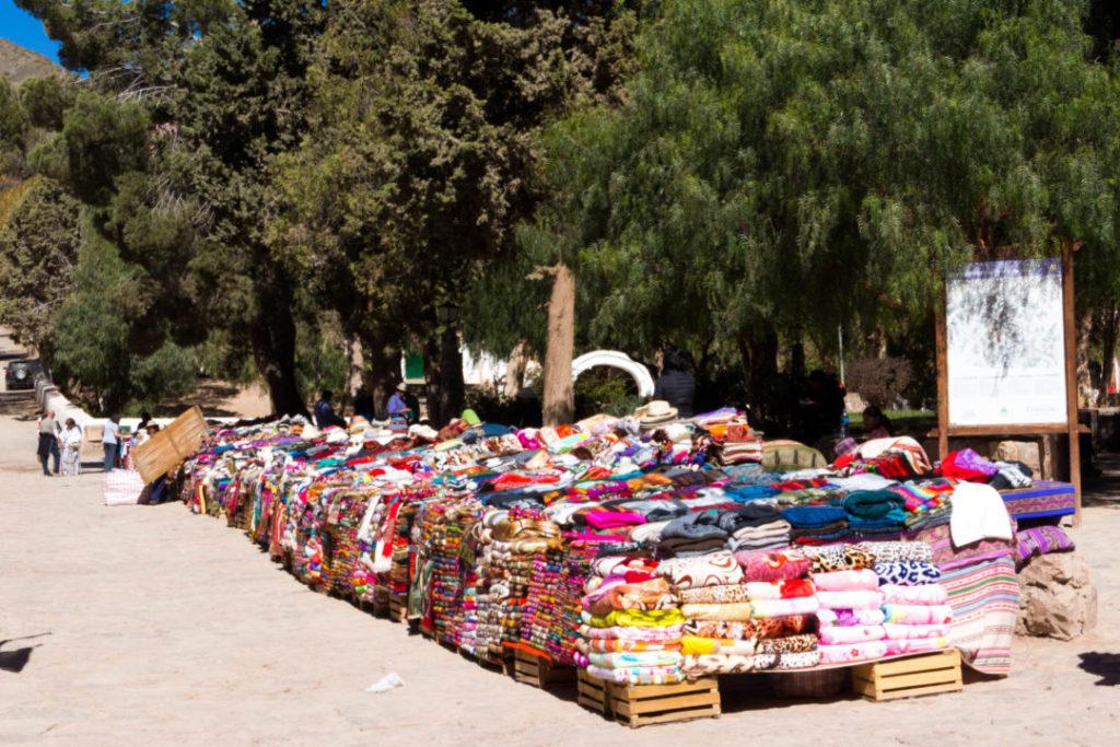 Marché d'artisanat andin à Purmamarca, Argentine