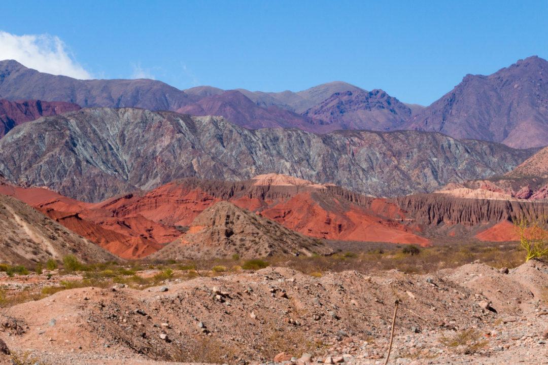 Paysage de la Quebrada de las Conchas, après Cafayate, avec des montagnes colorées