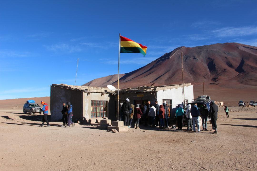 La frontière bolivienne à Hito Cajo : une petite cabane au milieu des montagnes !