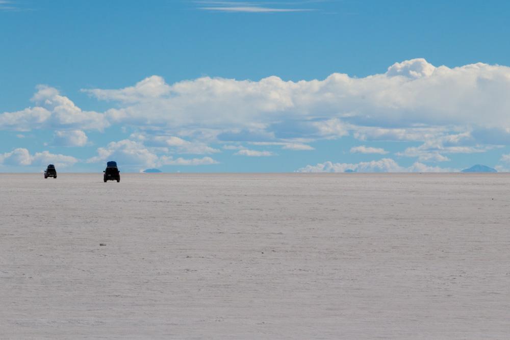 Les 4x4 d'excursions qui roulent sur le salar d'Uyuni