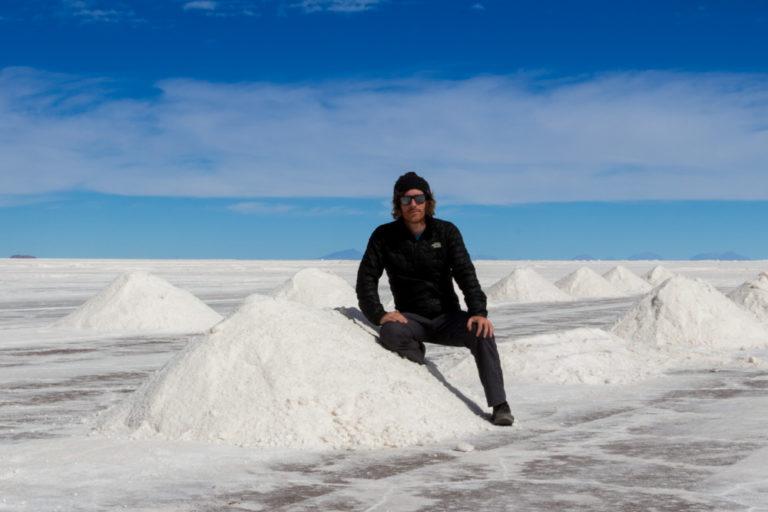 Simon, sur les tas de sel du Salar d'Uyuni