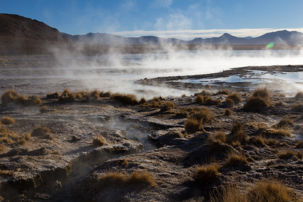 La Laguna Chalviri et ses eaux thermales, au lever du soleil