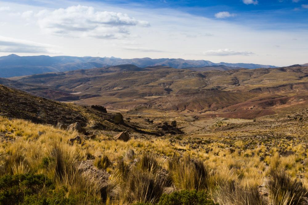 Un paysage de vallée, sur la route entre Uyuni et Potosi
