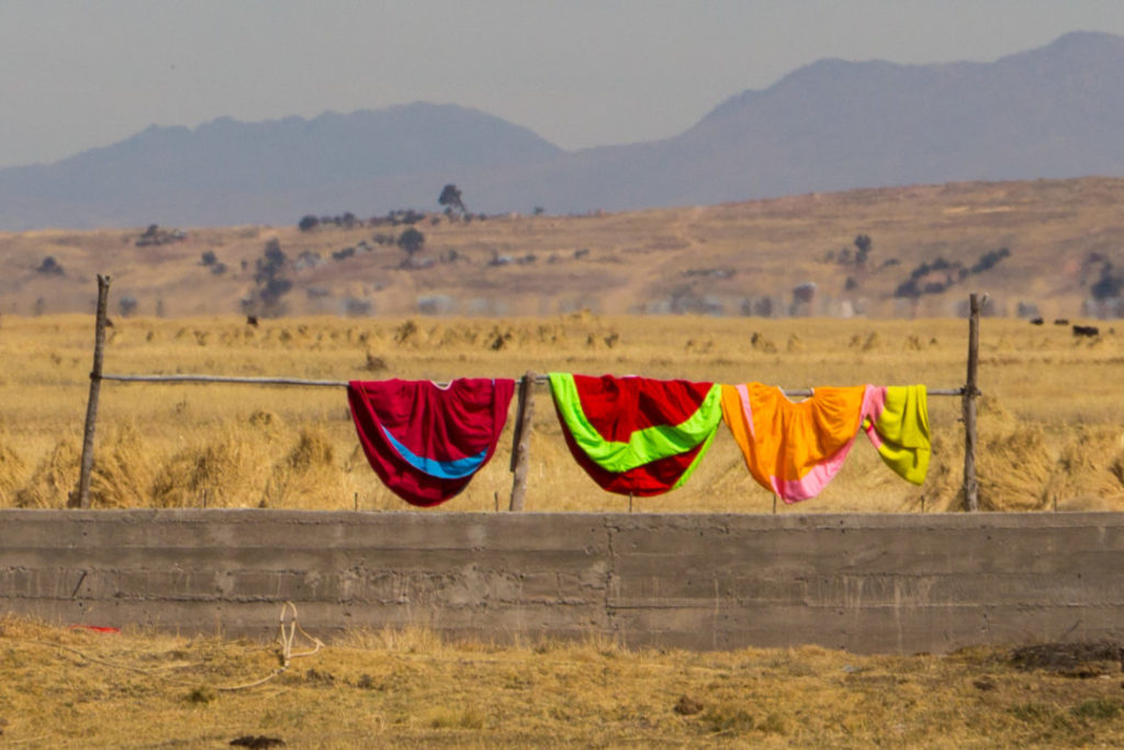 Entre Juliaca et Cusco - Jupes qui sèchent