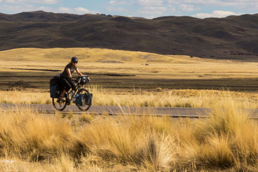 Entre Juliaca et Cusco - Pauline sur la route