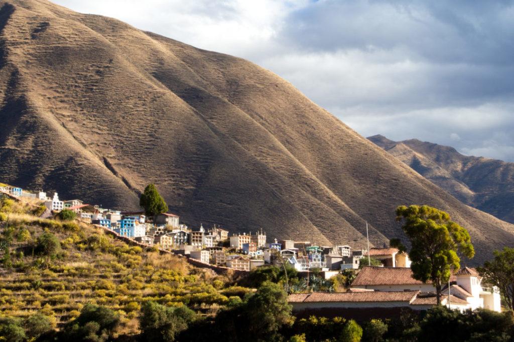 Entre Juliaca et Cuso - Cimetière dans la montagne
