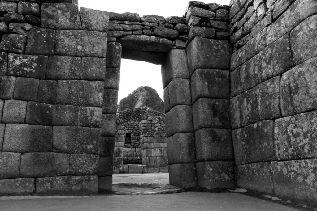Une porte au Machu Picchu, la forme trapézoïdale est anti-sismique !