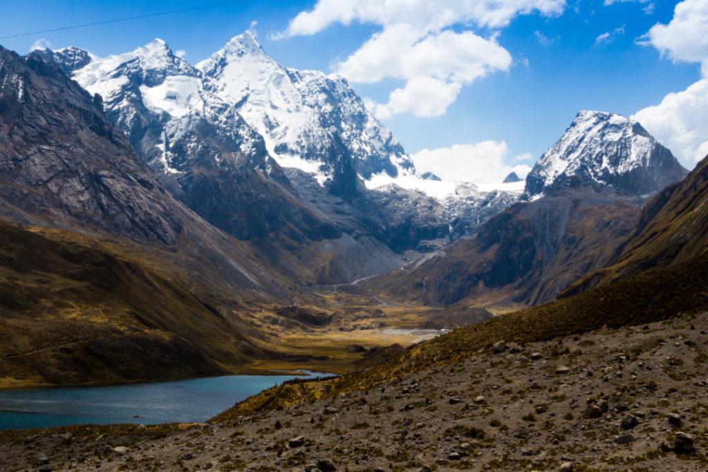 Cordillera Huayhuash - Lagune et sommets enneigés