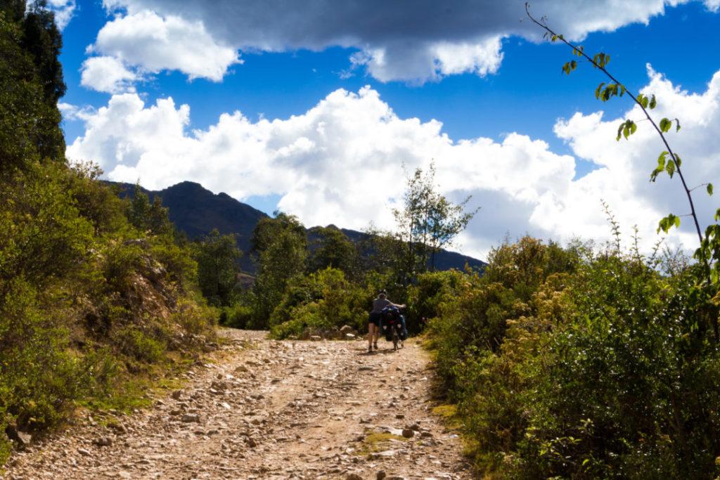 Parc Huascaran - Pauline qui pousse dans la montée