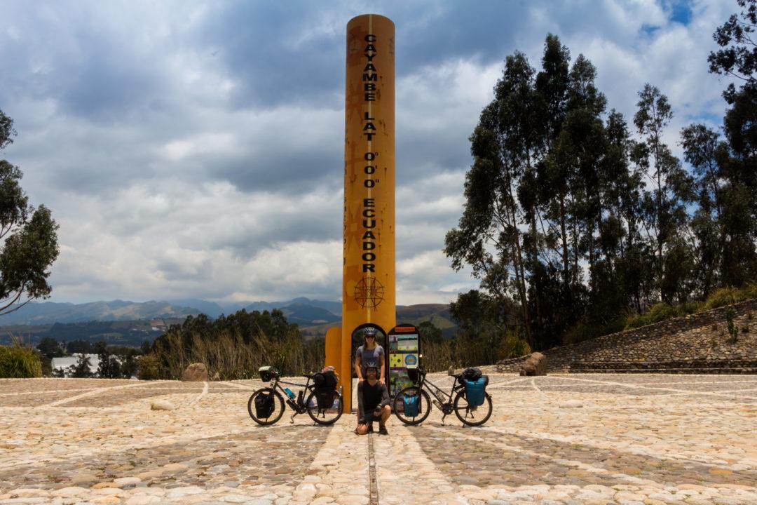 Ligne de l'Equateur - Monument à Cayambe