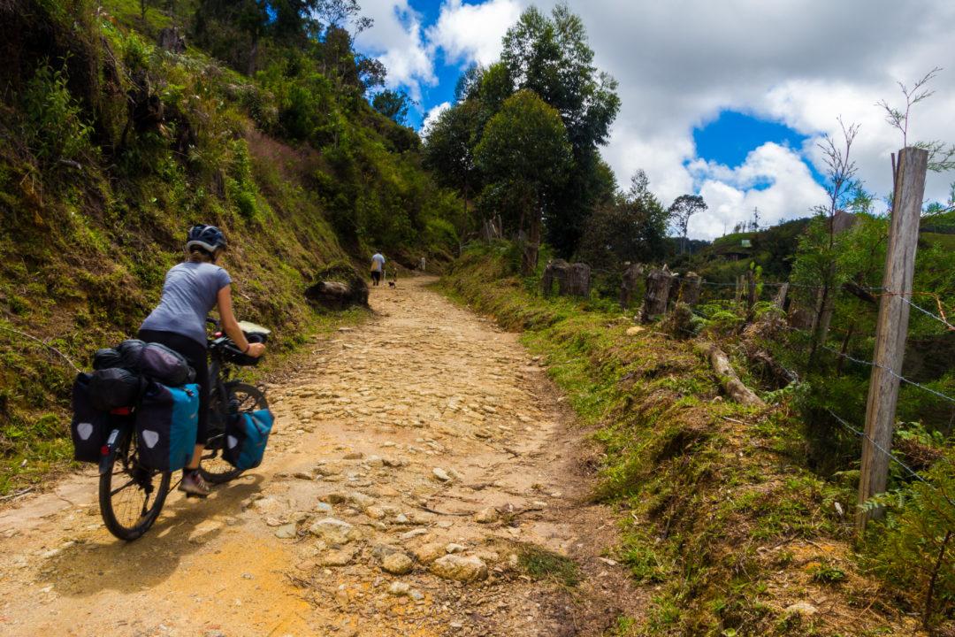 Entre Guatapé et San Luis - Pauline sur la piste