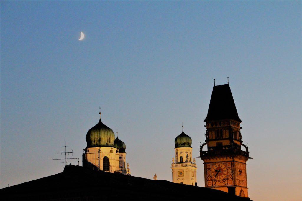 Coucher de soleil sur la cathédrale de Passau, en Allemagne