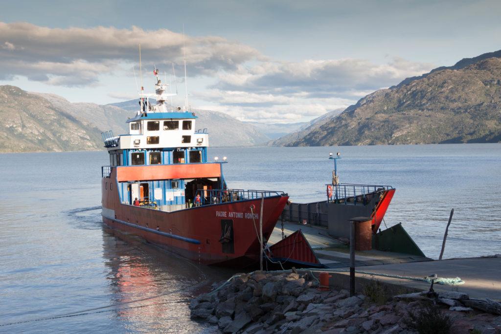 Le ferry de Puerto Yungay, sur la Carretera Austral, au Chili