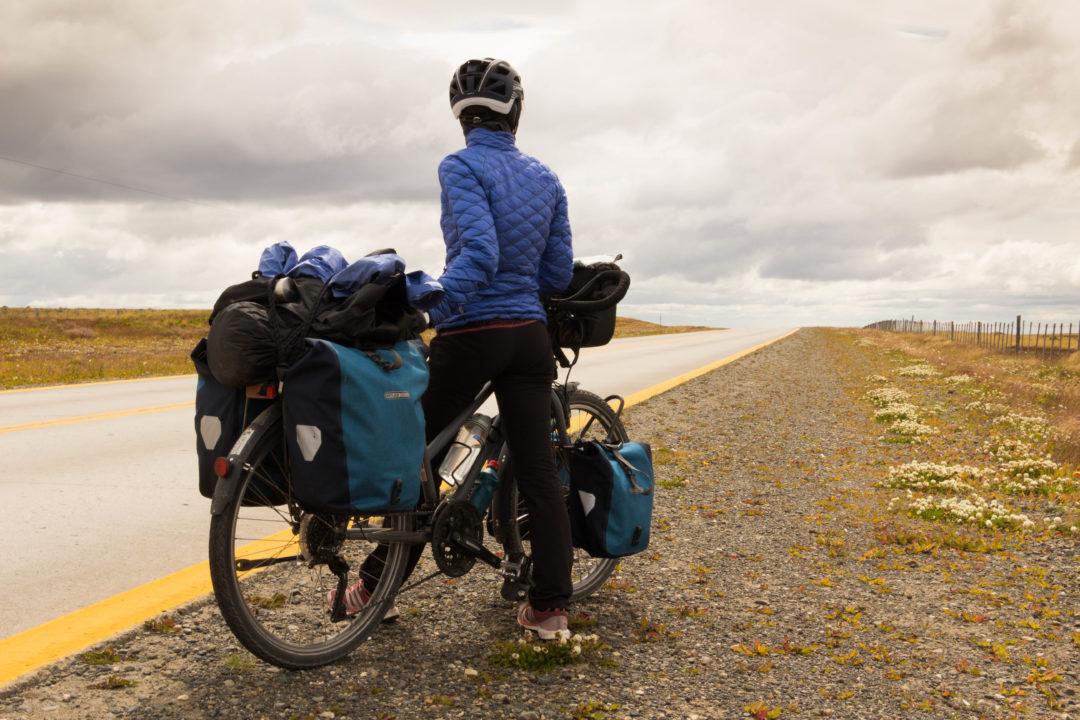 Pauline, au bord de la route, en Patagonie