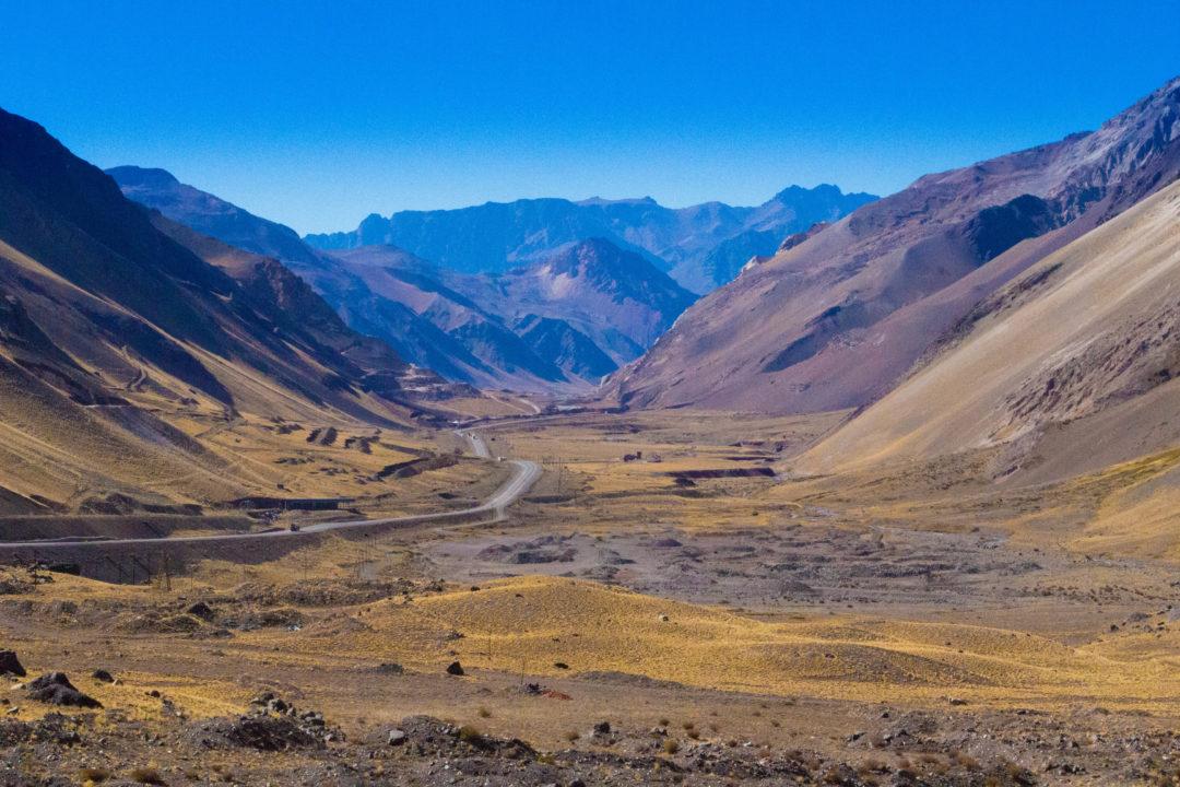 Paysage d'Argentine, à 3000m, juste après le passage du tunnel du Cristo Redentor