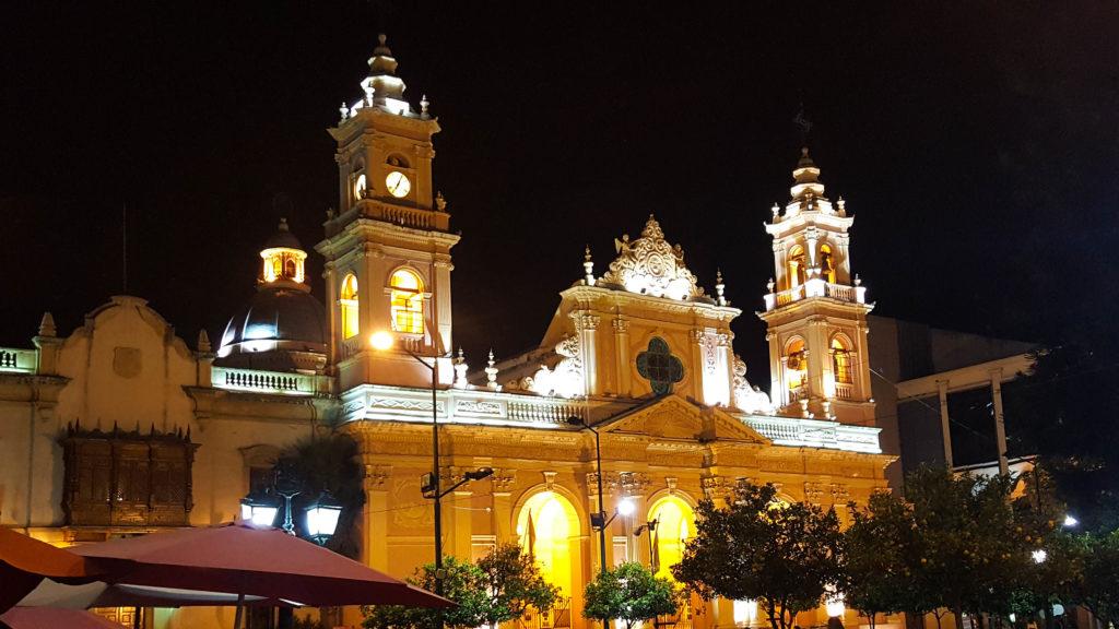 La cathédrale de Salta, de nuit