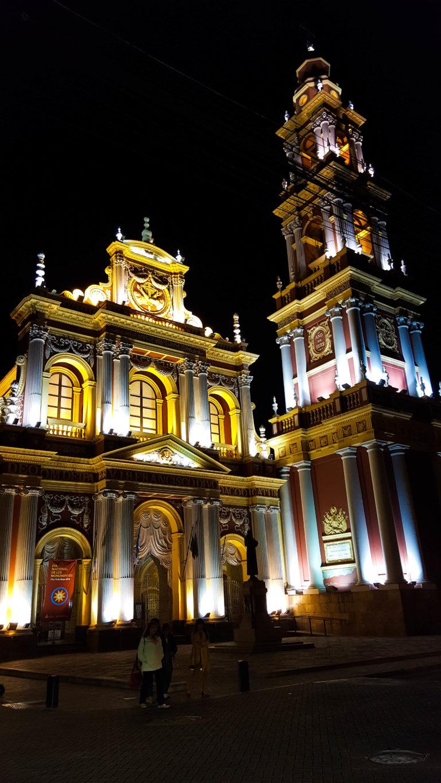 Salta compte vraiment de belles églises, comme l'église San Franciso