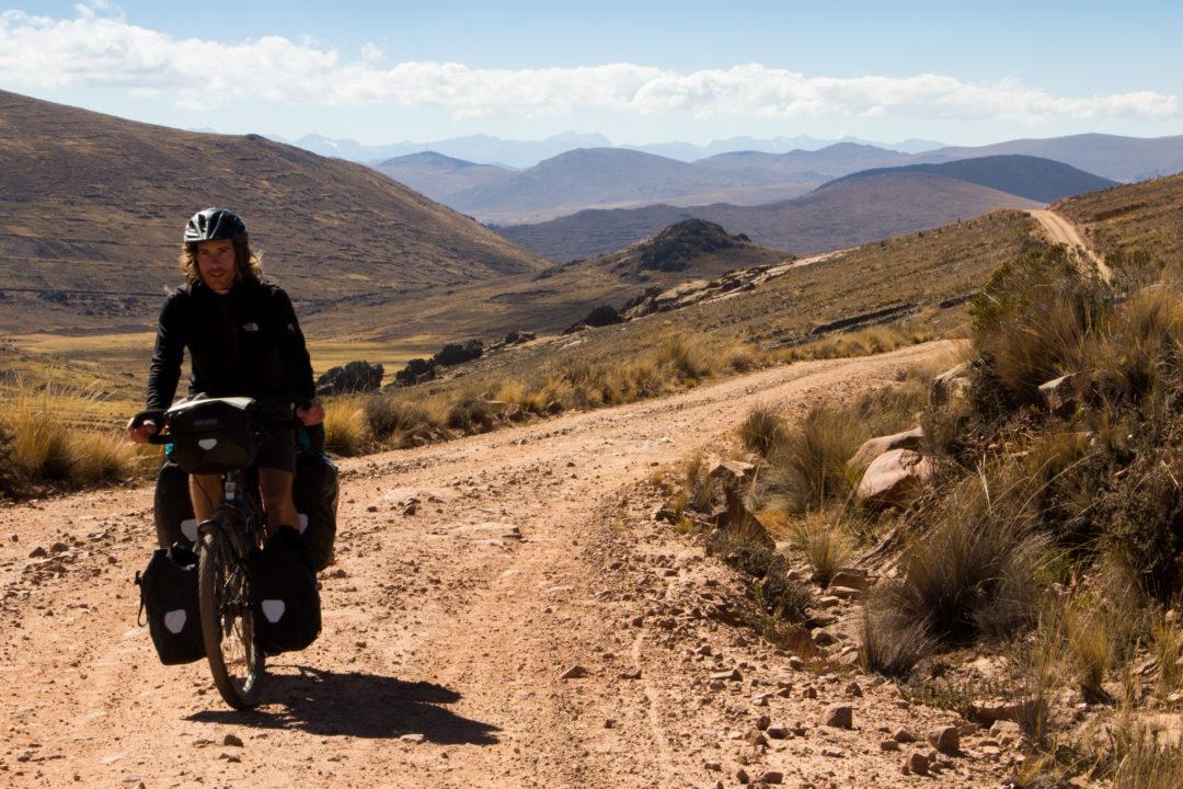Lac Titicaca - Simon dans le passage frontière vers le Pérou