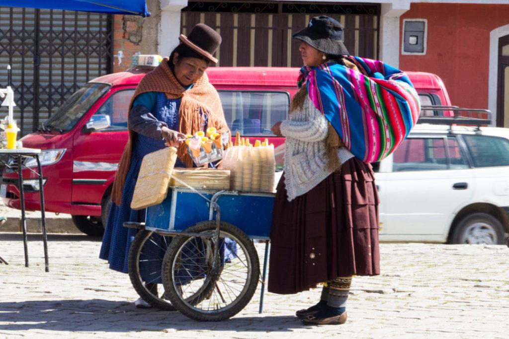 Les cholitas aiment aussi les glaces :)