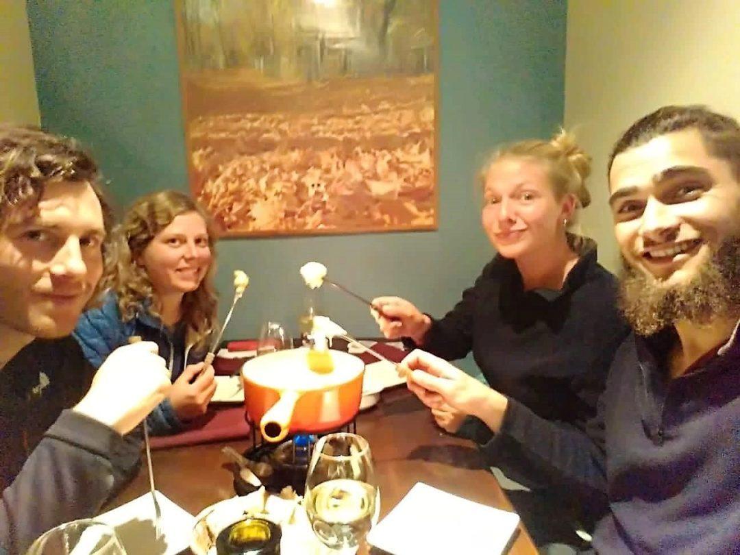 La délicieuse fondue suisse de La Paz, avec Hugo et Alix