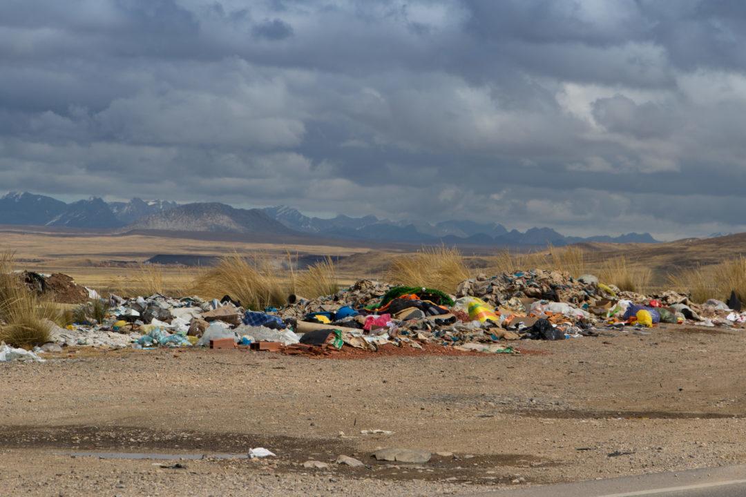 Les déchets au bord de la route