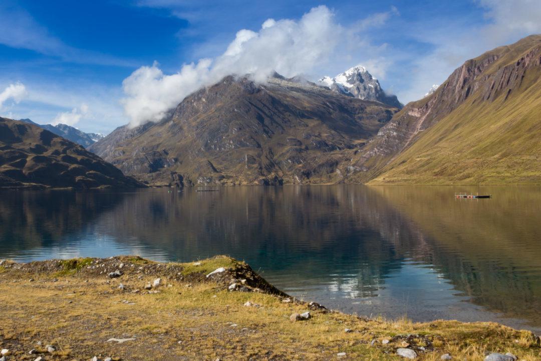 Cordillera Huayhuash - Montagnes qui se reflètent dans une lagune