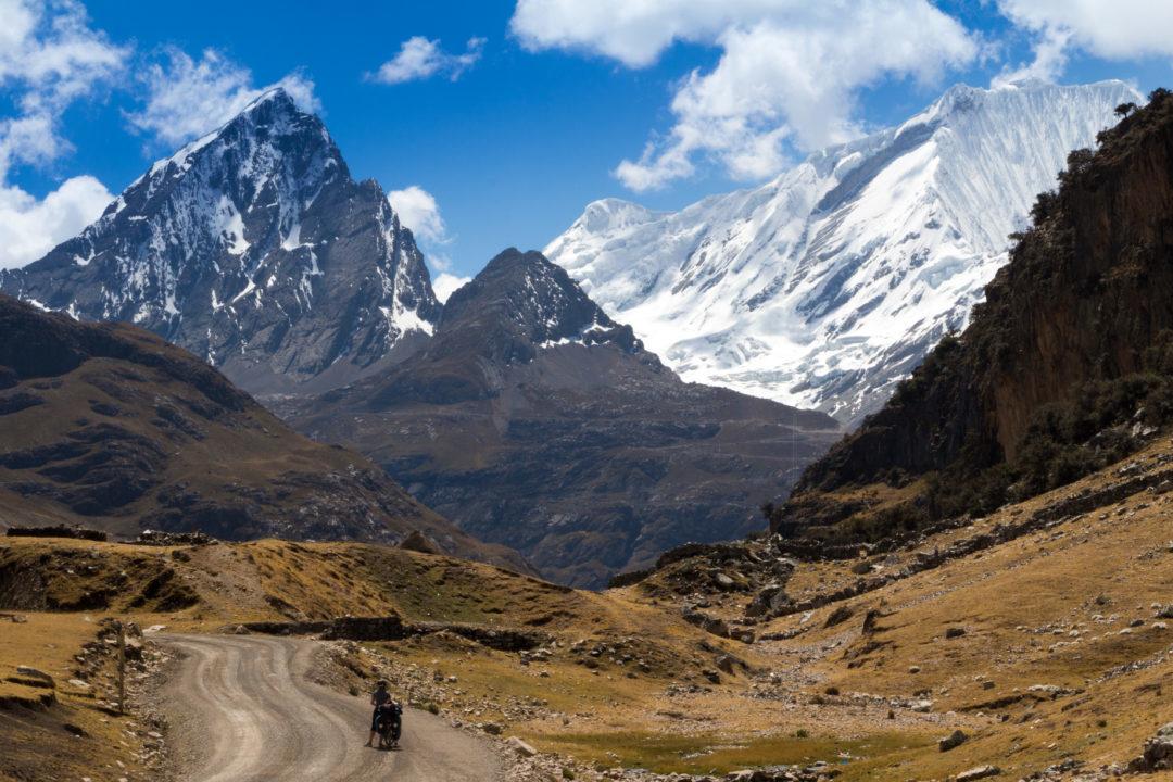 Cordillera Huayhuash - Pauline sur la piste