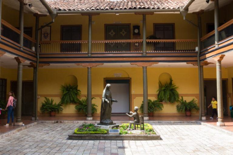 Cuenca - Cour d'un batiment colonial