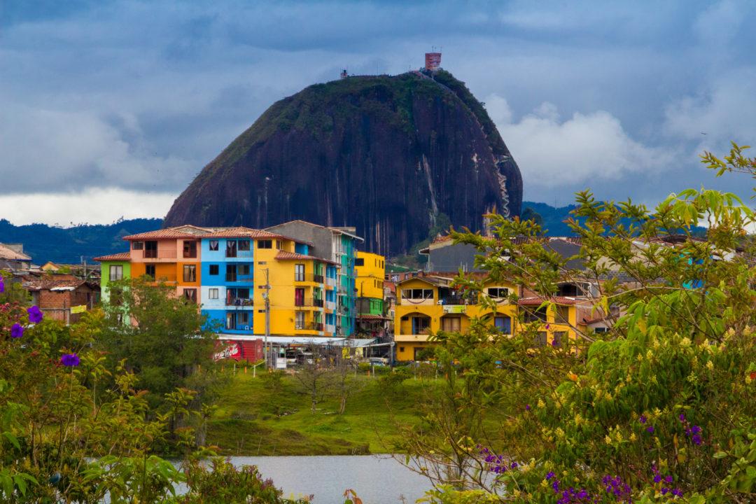 Guatapé - Vue du village avec le Penol
