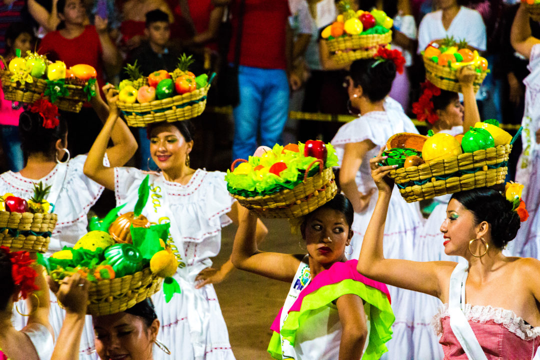 Pauna - Danse avec paniers de fruits
