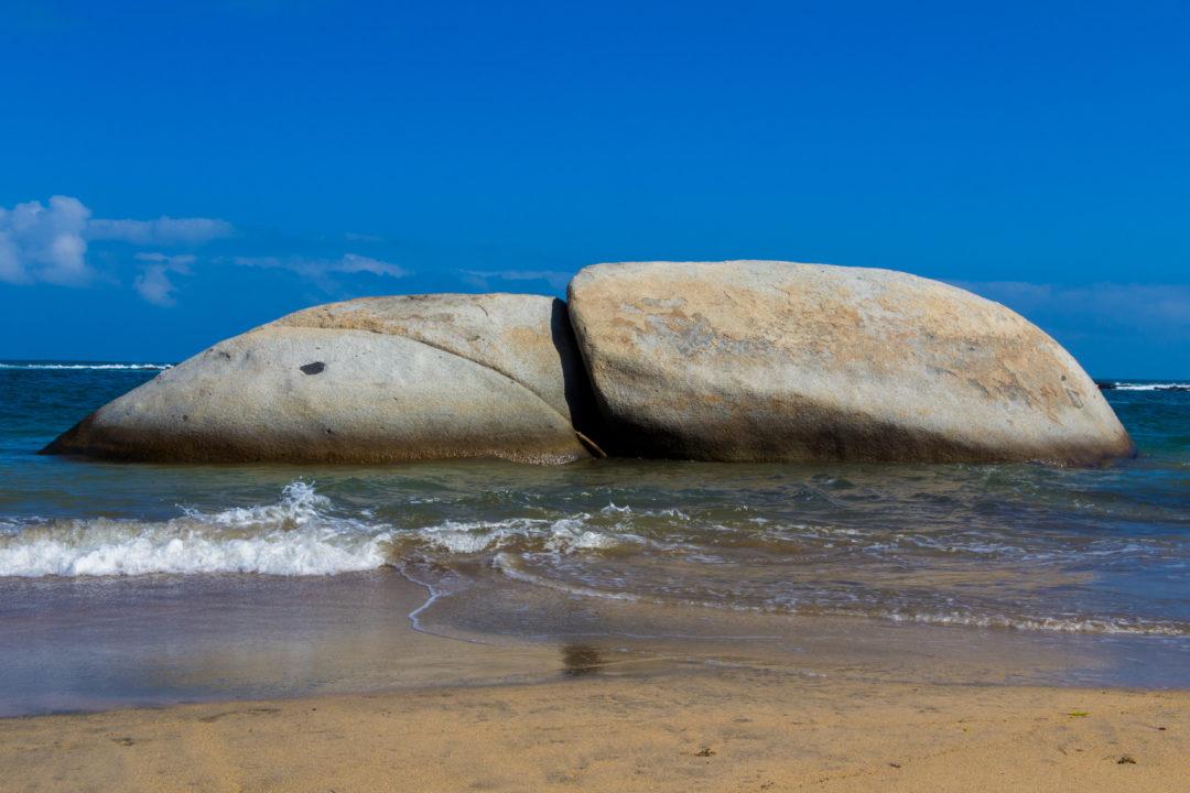 Tayrona - Rochers sur la plage de la Piscina